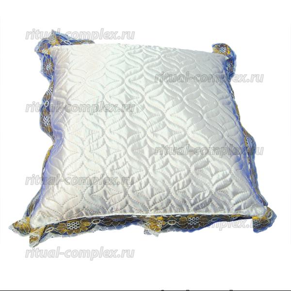 подушка стеганая с кружевом